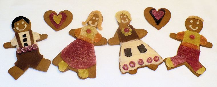 Gingerbread cookies: free of gluten, grains, soy, sugar, dairy, eggs, corn, artificial preservatives and dyes. Aren't we cute?!